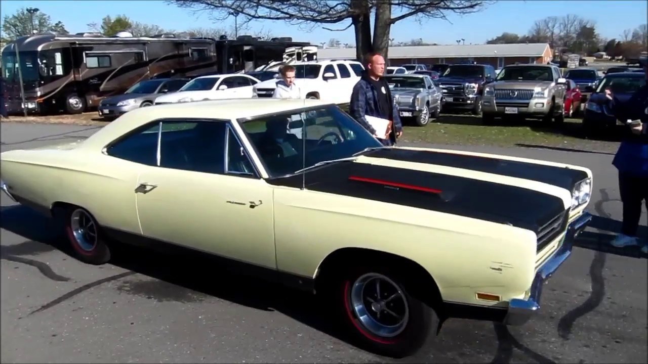 Classic cars arriving at the car show in Charlotte Hall, MD. - YouTube