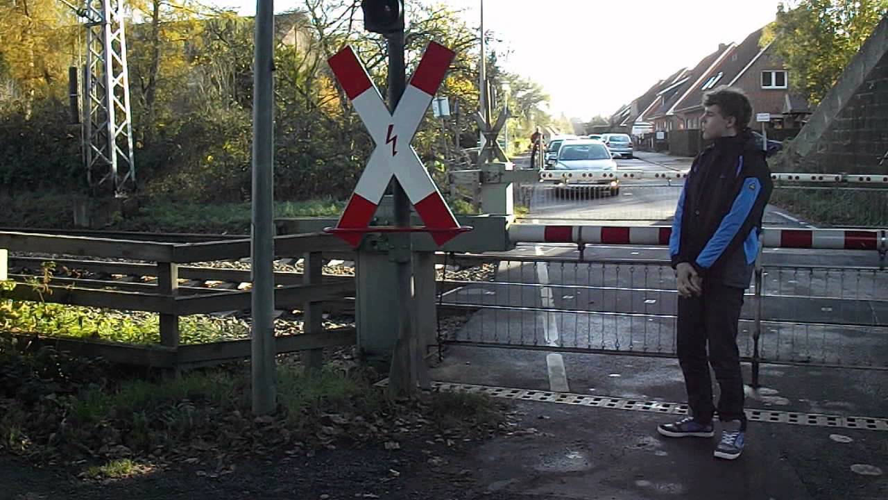 Spoorwegovergang Bad Bentheim D// German railroad ...