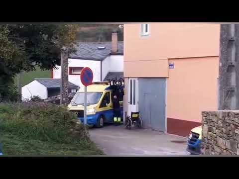 Un séquito de ambulancias en A Proba de Burón