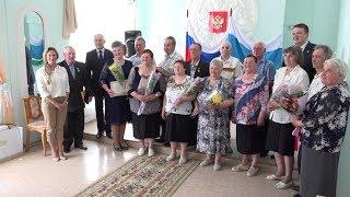 Семь салдинских пар наградили знаком отличия «Совет да любовь»
