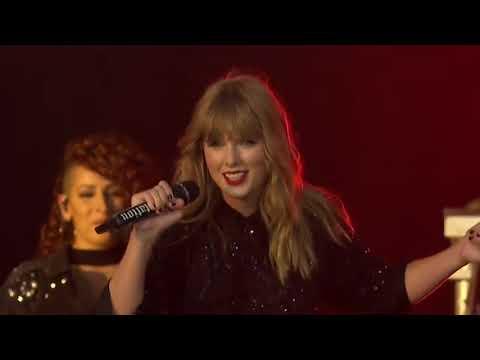 Taylor Swift Nyanyi Lagu Hampa