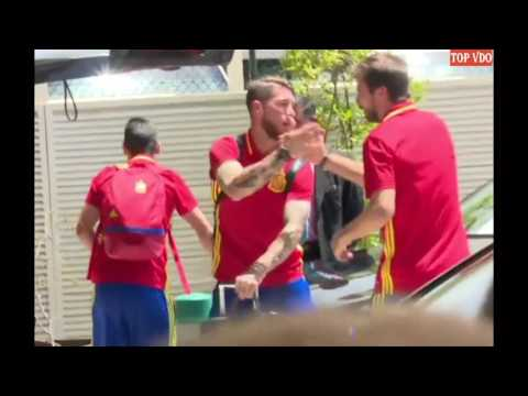 Gerard Piqué's hug for Ramos in the airport as Spain come home