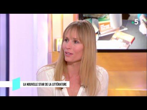 Adeline Dieudonné : la nouvelle star de la littérature - C l'hebdo - 06/10/2018 Mp3