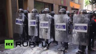 Spain: Police & protesters clash in Barcelona over eviction of squatted bank