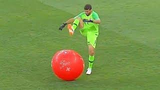 أغرب الأشياء التي ألقاها الجمهور على لاعبي كرة القدم..!! رأس خنزير وثعابين...