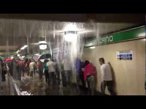 lluvia dentro del metro chabacano