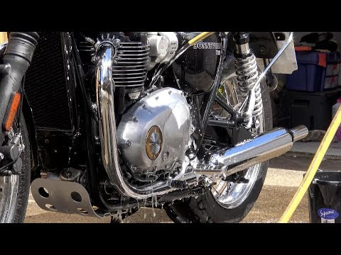 Triumph T120, WASHING YOUR MOTORCYCLE. The ultimate bike cleaning method ?