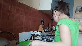 Шукурова Паризода готовить блинчики