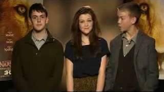 "The stars of Narnia say hi - Skandar, Georgie e Will dizem ""Olá!"" para fãs da Austrália Thumbnail"