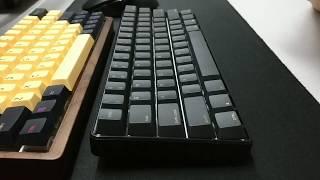 GK61 (Gateron Optical Black) + plastic case + steel plate