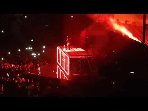 BRYSON TILLER LIVE IN AMSTERDAM SINGING EXCHANGE