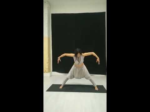 Танцевальная растяжка с Элей Гарибовой - с объяснением!