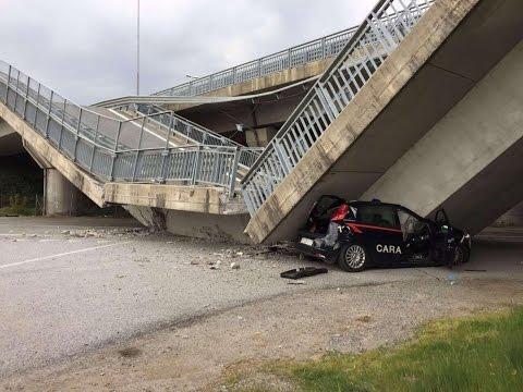 Fossano, crolla ponte su auto dei carabinieri: nessun ferito