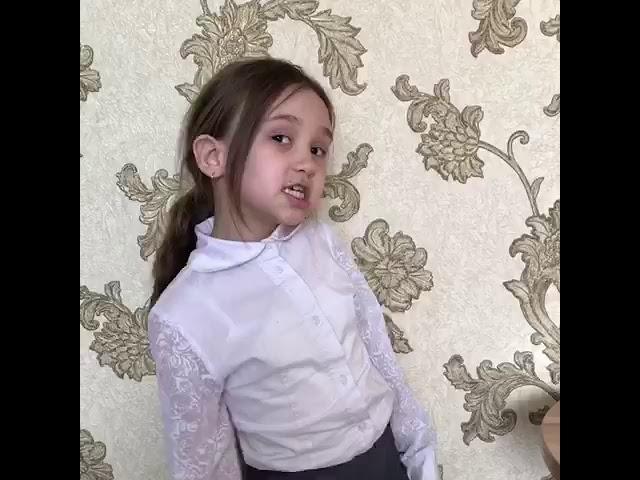 Изображение предпросмотра прочтения – СафияАбдулвалиева читает произведение «Считалка» (Русский фольклор )