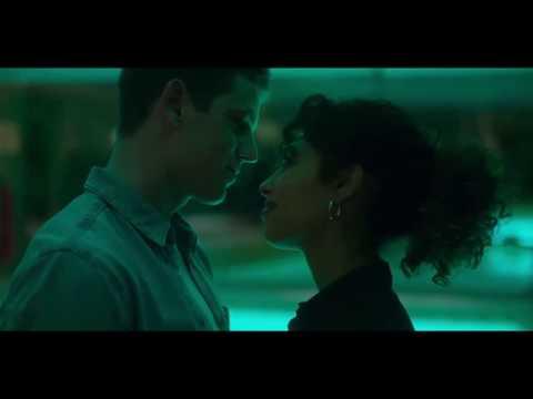 Elite 2 - Nadia and Guzman kiss into the pool (English Subtitles)