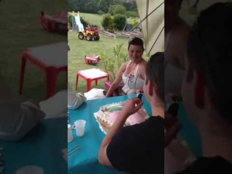 Gâteaux en forme de zizi et sein avec une surprise a la fin,pour les1 an de mariage que jai realise