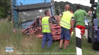 Unfall auf der A14 - Mann rettet sich vor LKW-Aufprall
