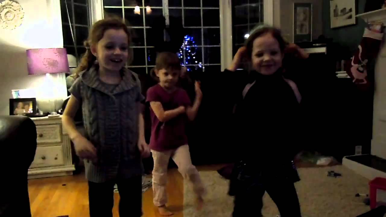 Girls Learn New Dance Moves Watching Elf Yourself Videos And Crack Mom Up!