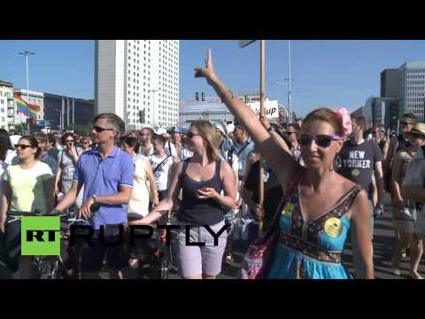 Poland: LGBT parade met with protest in Warsaw