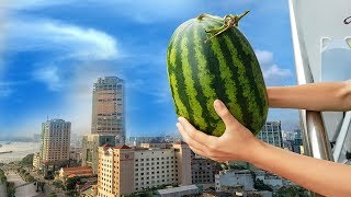 Experiment: Watermelon falls from the upper floor