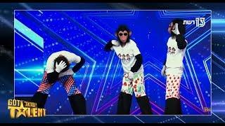 משלושה יוצא אחד: הקופים משתלטים על האולפן