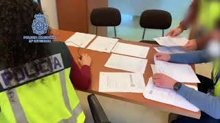 Desarticulada una red que cobraba a migrantes por permisos falsos