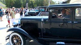200 auto d'epoca per celebrare il 30esimo anniversario della Via Baltica