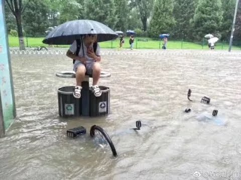 Red Alert for Heavy Rain Causes Trouble in Beijing