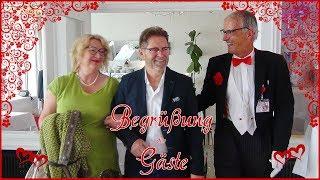 "Butler ""Bernhardt"" - Begrüßung der Gäste"