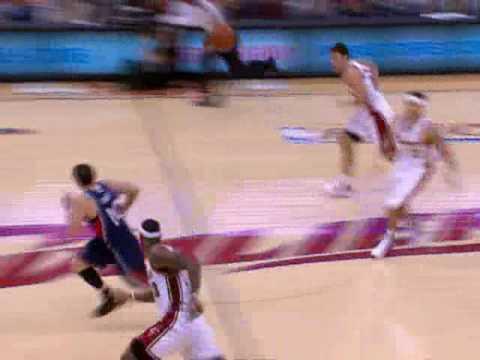 LeBron James With the No-Look Pass to Wally Szczerbiak
