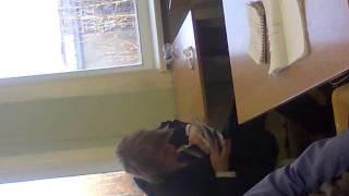спящий чувак, спит на уроке
