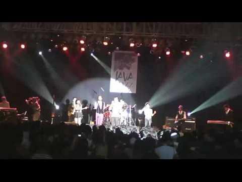 "Tangga ""Medley"" (Kerinduaku, Rindu, Cinta Semu & Lets Dance Together)."
