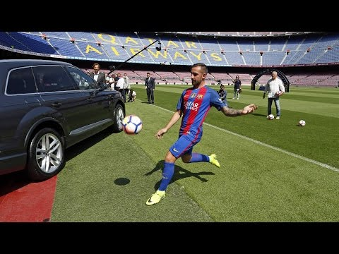 Paco Alcacer skills during his presentation as a FC Barcelona player at Camp Nou