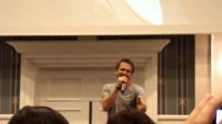 Sebastian Roché Singing Francis Cabrel