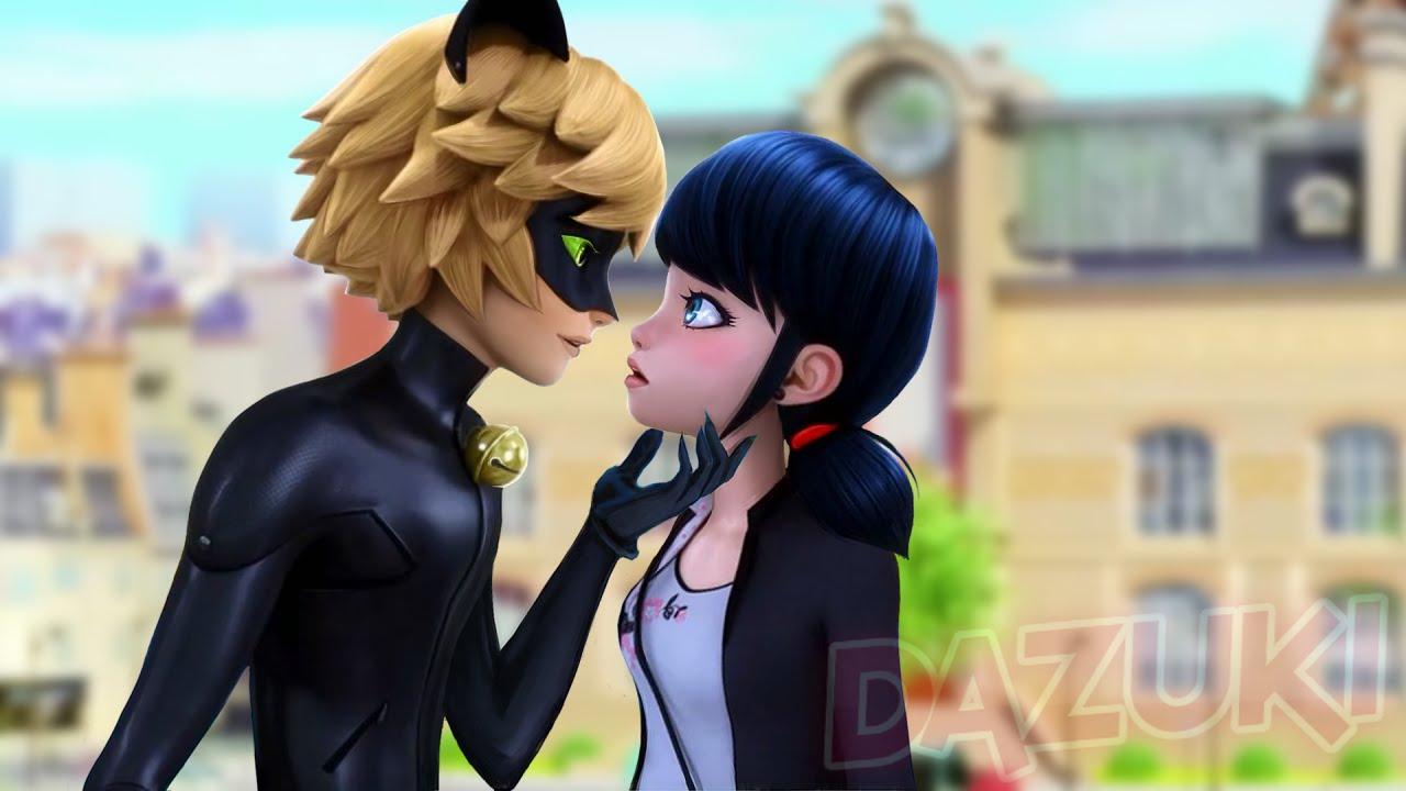Маринетт и супер кот целуются
