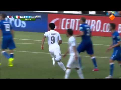 Luis Suarez bites Giorgio Chiellini | World Cup 2014 Brazil | Real Footage !