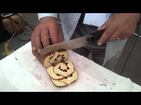 Roll Cake Cutting by Ultrasonic Knife.wmv