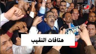 ضياء رشوان يهتف على سلالم النقابة: «عاش كفاح الصحفيين» عقب فوزه بمنصب النقيب