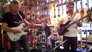 Johnny Lennartsson Group - No1 Guitarshop - Musik i Butik