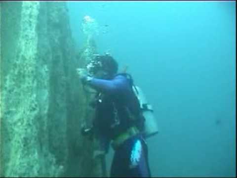 Dive Video-Coron Underwater Rock Climbing