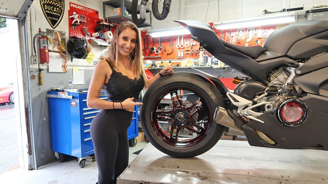 V4 Panigale With 4 600 Red Carbon Wheels Youtube