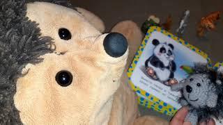Ёжик Фуфуня читает книжку про животных - зоопарк - познавательное видео для детей