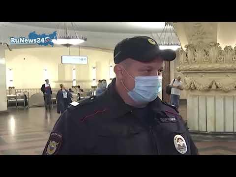 Полицейский спас упавшего на рельсы в метро мужчину / RuNews24
