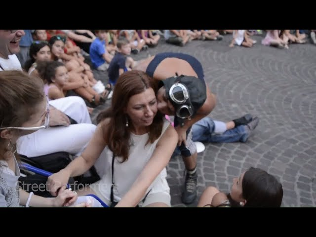 Funny Street Performers - International Buskers Festival