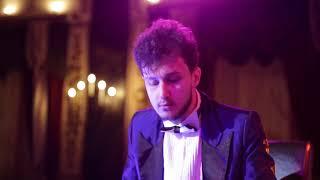 """Пианист шоу"" Desposito"