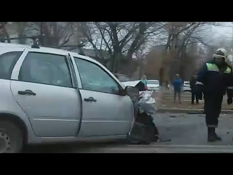 Лобовое столкновение в Волгограде   V1.RU