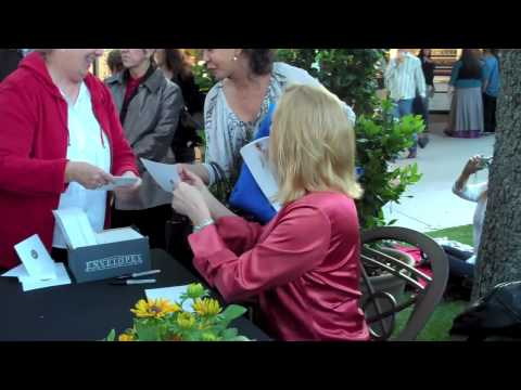 Cybill Shepherd visits the Pageant of the Masters
