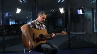 WATCH: Celebrated SA Musician, Gavin Minter, Plays 'Don't Look Back'