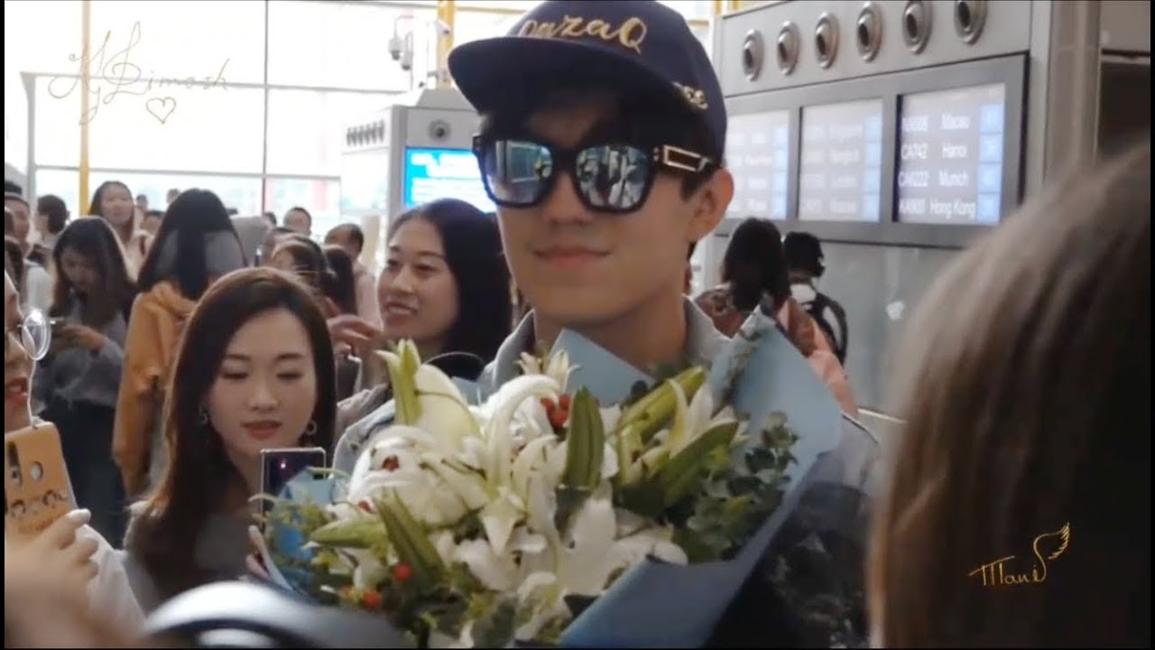 迪玛希Dimash,[20190811] Dimash arrived at Beijing airport. (from  Iceland to Beijing)