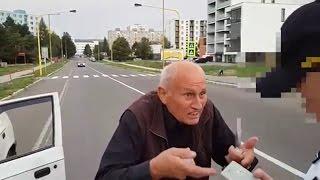 Policajti zastavili nahnevaného dôchodcu